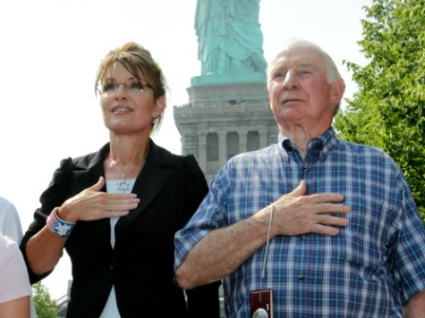 Palin-and-dad-statue-of-liberty-ap