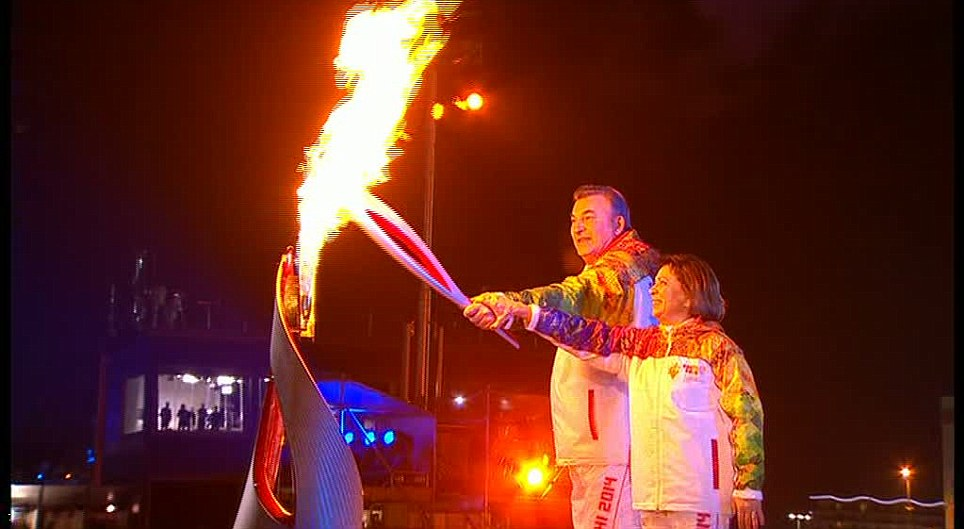 it had been to its longest journey in history there were many at the stadium and the torch were handed over and over again. The most important person in ... & Subtle? Diplomatic insult at the torch lighting ceremony in Sochi ...