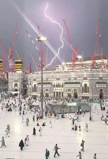 grand-mosque-lightning